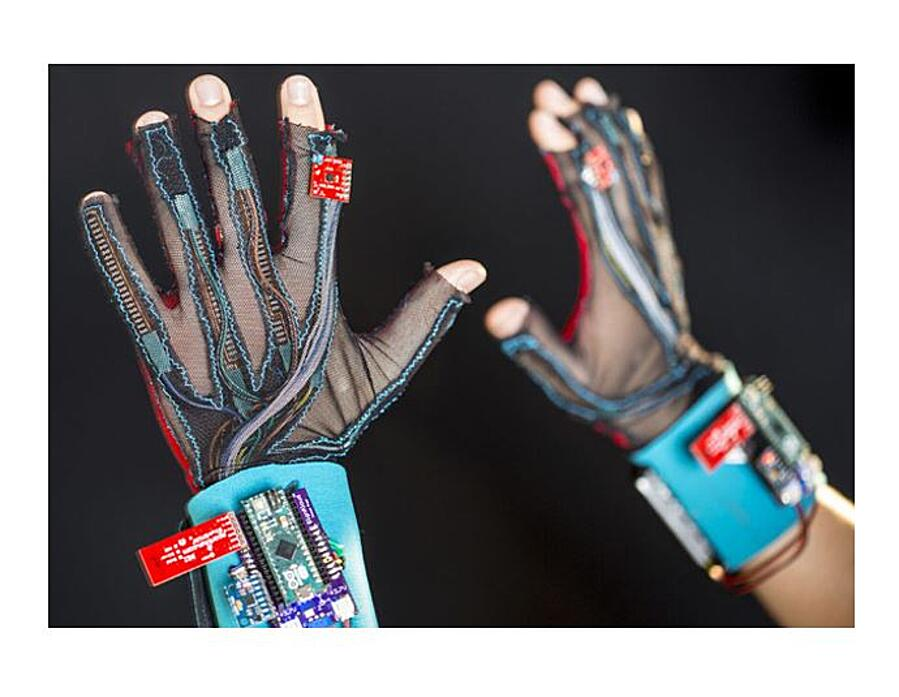 SignAloud gloves that can translate sign language into text or speech